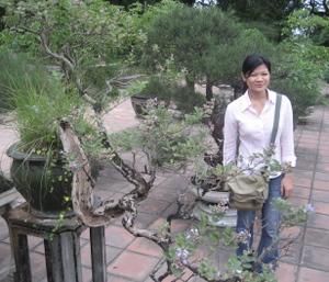 Trang_and_bonsai